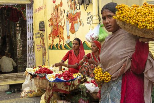 8 points-Flower Vendors @ the Temple-R H Samarakone