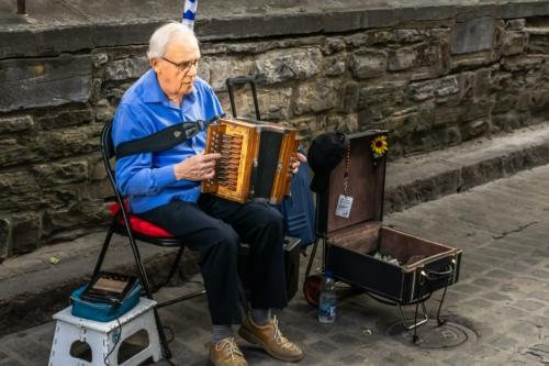 8 points-Musician in Quebec City Canada-Mervyn Perera
